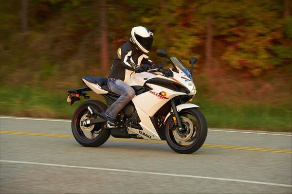 2012 Yamaha FZ6R - Action White