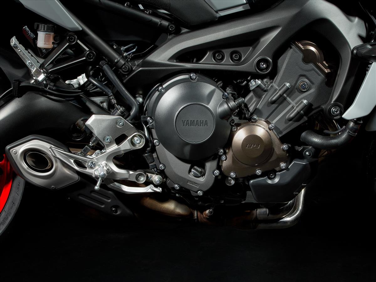 2019 Yamaha MT-09 - Detail Silver (Hyper Naked)