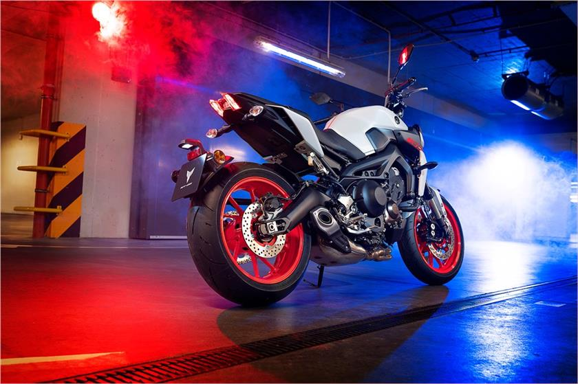 2018 Yamaha MT-09 Hyper Naked Motorcycle - Photo, Picture