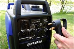 Content Library Image (20_EF2200iS_Yamaha_inverter_blue_b07.jpg)