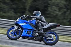 Content Library Image (21_YZFR3ABS_TeamYamahaBlue_X11.JPG)